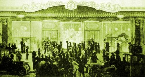 1906パリ デパート開店.JPG