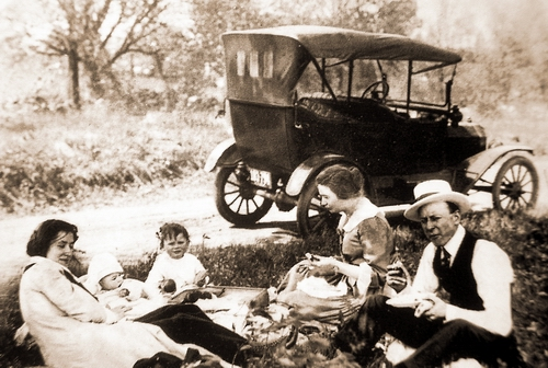 1908 T型生産開始.JPG