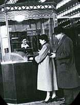 1910年代半ばの映画館.jpg