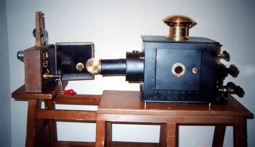 1895 シネマトグラフ レプリカ1.JPG